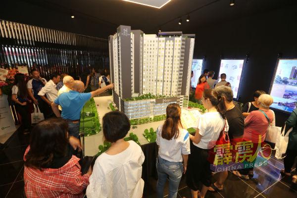浩天地服务式公寓举行推介礼,吸引许多市民前往参观。