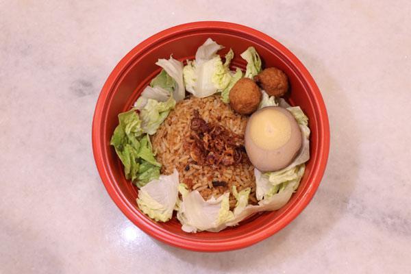 """""""巴巴香辣饭""""的概念,是饭配上参峇一同享用。"""