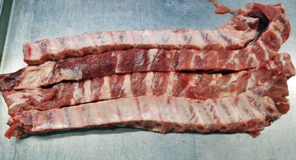 """""""子弹骨""""骨与肉均匀,适于制红烧排骨及焖炸菜肴。"""