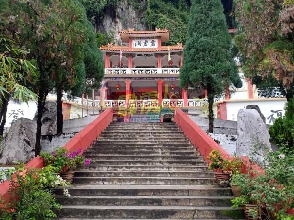 霹雳洞是怡保著名旅游胜地之一,疫情前每年吸引逾20万来自国内外游客,促进本地旅游业。