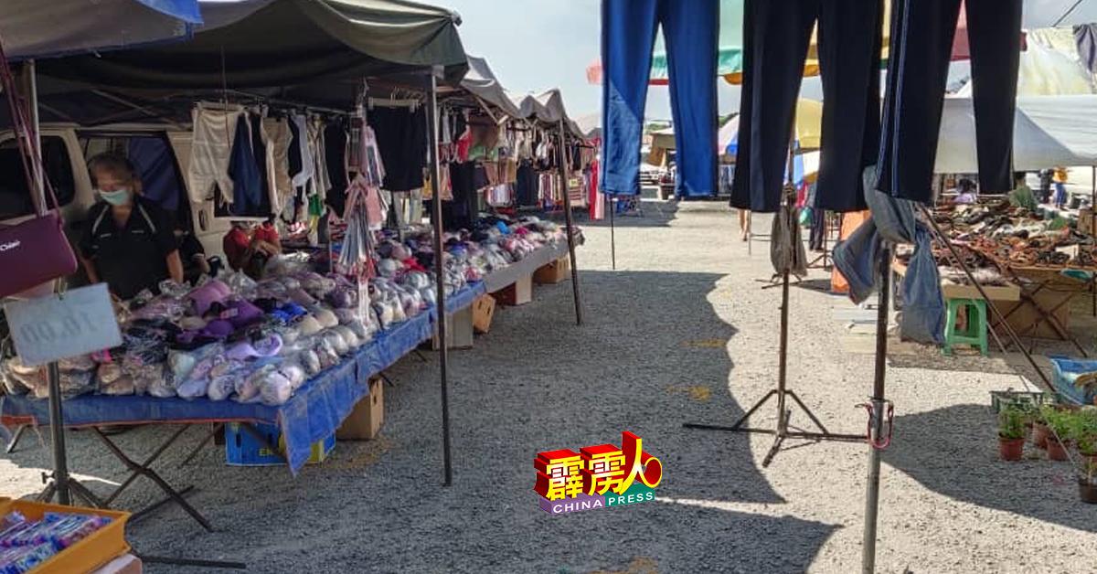 小贩们从去年6月15日搬迁到胡姬园新市集地点,生意迄今不见起色,反而越来越差。