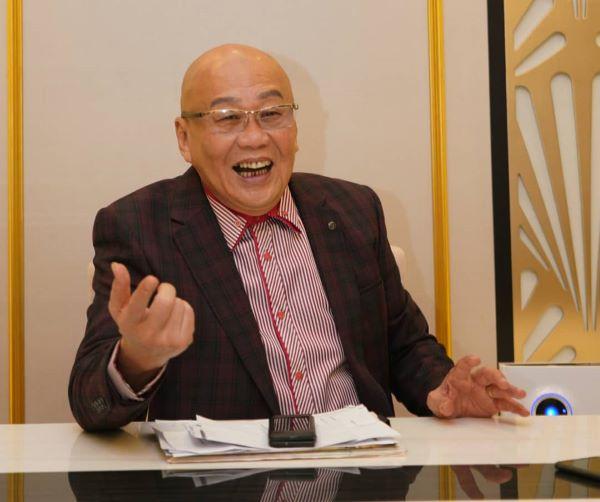 王師父接受媒體專訪,暢談他的富貴人生,以及精彩光陰故事。
