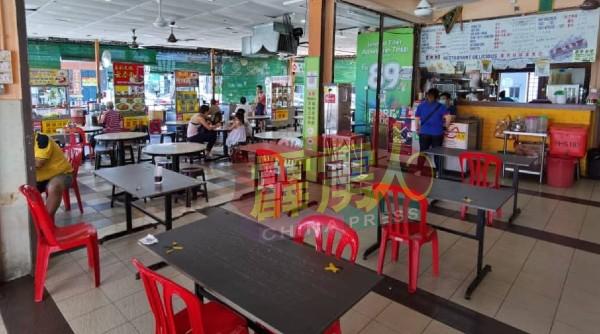 怡保花园南区一些茶餐室也受波及,室内仅有一两座食客,生意严重受打击。