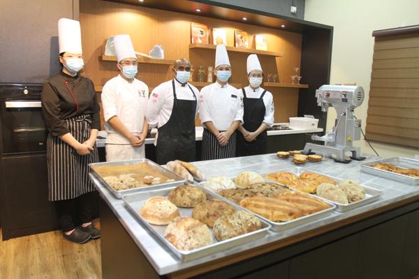 各类健康面包,皆由学院生在导师的指导下完成。