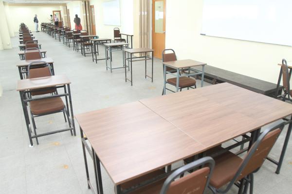 深斋职技教育学院及康博国际学院,也是多项专业考试在霹雳的指定考场,其中包括师训、MUET等多种重量级考试。