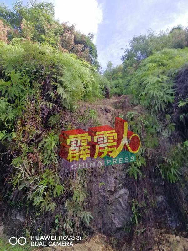 掉石处的坭土松软,不排除遇到雨水会再发生土崩事故。