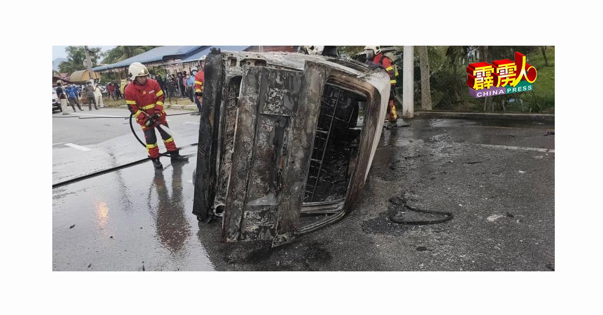 消拯员灭火后,在司机座位发现女焦尸。
