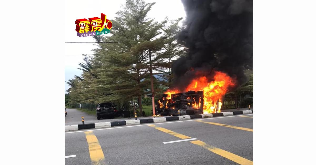 根据警方初步调查,车祸导因乃客货车疏忽,撞及四驱车尾部,随后翻覆及焚烧。
