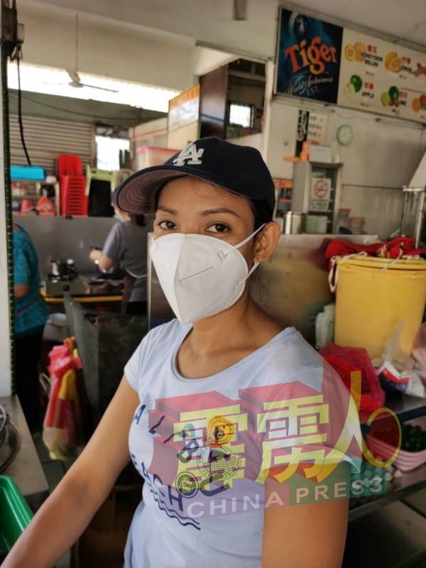 来自印尼的丽雅莉亚娜,说得一口流利的广东话及华语。