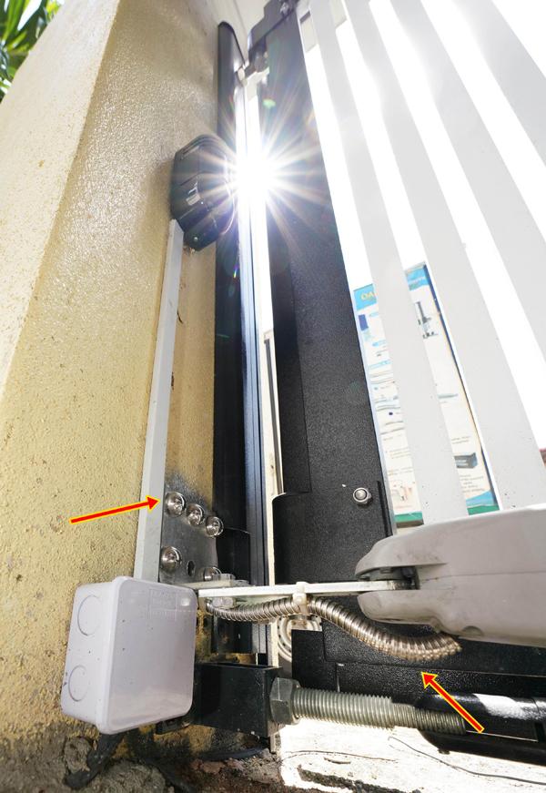 电线都套上白钢喉,螺丝加上白钢帽子,这是NTH Secure Work And Services的专业形象。