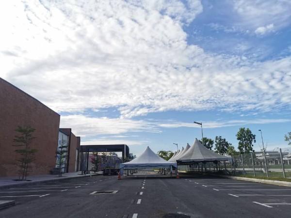 银湖品牌商城的准备工作已如火如荼进行,周四(23日)可见,帐篷已经竖了起来。