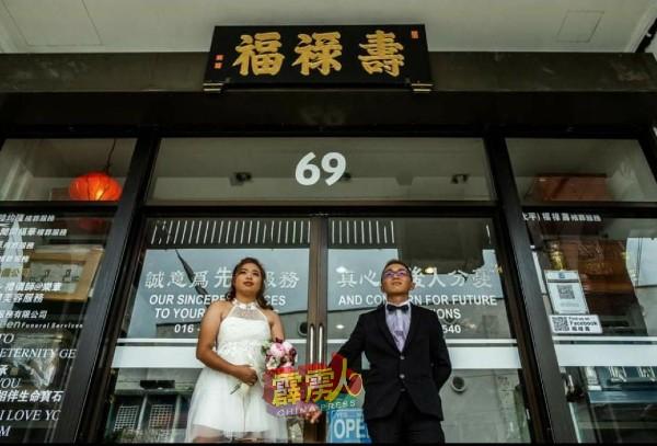寿板店是郑耀康与妻子王嘉欣拍拖到修成正果的地方,深具纪念价值。