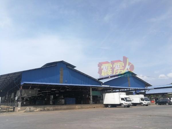 怡保大马巴刹的菜市批发将在周一复业,鱼市批发则在周二重开。