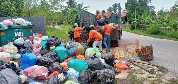 早前因工友确诊而导致部分区域垃圾堆积如山,怡保市政厅已在近日内陆续清理。