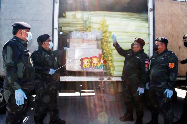 嫌犯是以商用罗厘运载塑料包装作掩饰,并将漏税烟酒藏在罗厘最里面,以避免遭执法人员取缔。