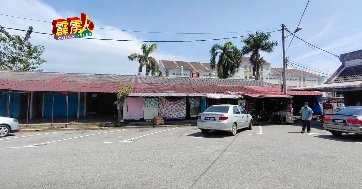 旧店舖尚有约4间店铺,还未完成搬迁,继续在原址做生意。